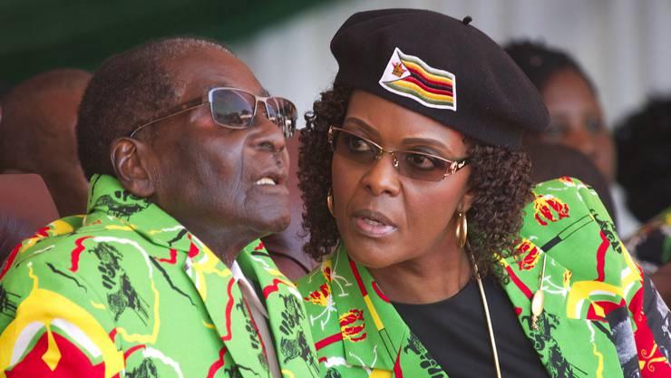 Robert Mugabe hat seine Frau Grace als Nachfolgerin aufgebaut. Die First Lady Simbabwes gilt als shopping-wütige Powerfrau. (Archiv)