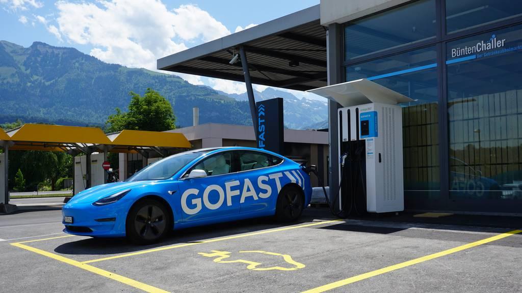 Erste Schnellladestation im Kanton Obwalden eröffnet