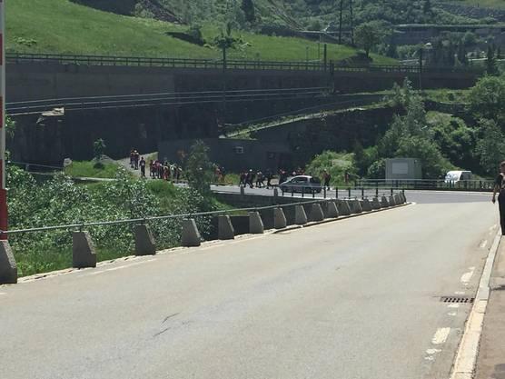 Aufgrund von Steinschlägen mussten sie einen Teil der Strecke auf der Nationalstrasse von Göschenen nach Andermatt zurücklegen!