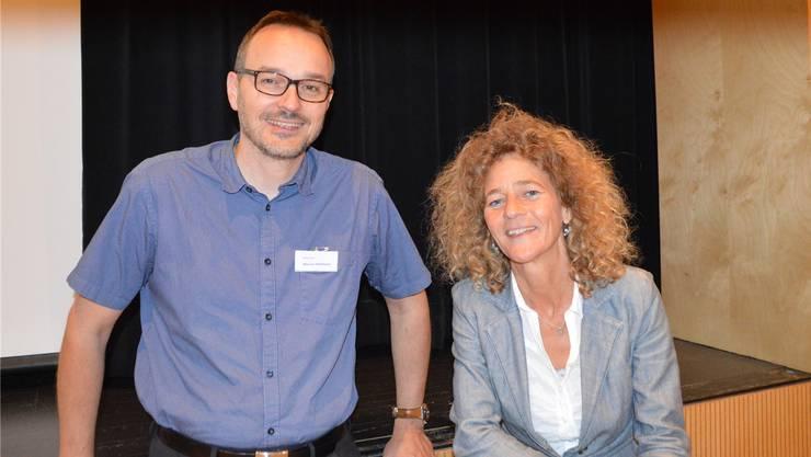 Referent Marcel Hofmann und Sandra Mäder von der IG informierten in Rheinfelden zum Thema 5G. Bild: Horatio Gollin