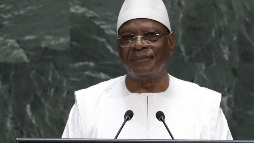 Nach einem leichten Schlaganfall ist der vom Militär gestürzte ehemalige Präsident Malis, Ibrahim Boubacar Keita, in die Vereinigten Arabischen Emirate ausgeflogen worden. (Archivbild)