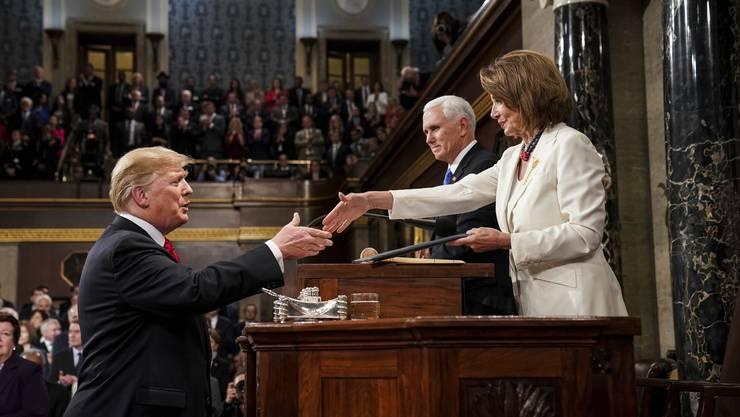 Nancy Pelosi und Donald Trump während dessen Rede zur Nation.