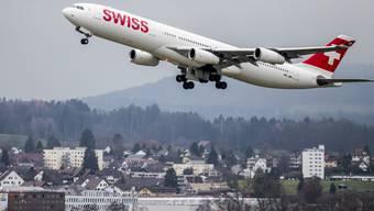 Das Sommergeschäft der Swiss läuft auf Hochtouren: Die Fluggesellschaft zählte im Juli über 6 Prozent mehr Passagiere als im Vorjahresmonat. (Archiv)