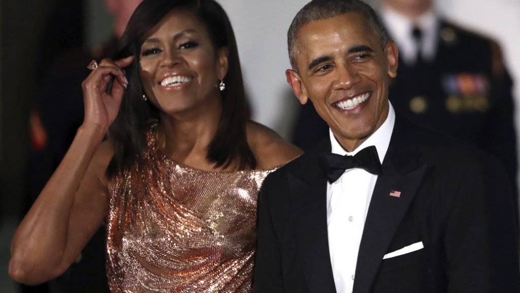 Glänzender Auftritt von Michelle Obama: Die First Lady, die mit Ehemann Barack zum letzten Staatsbankett in dessen Amtszeit erschien, wurde für die Wahl ihres Glitzerkleids mit Lob überhäuft.