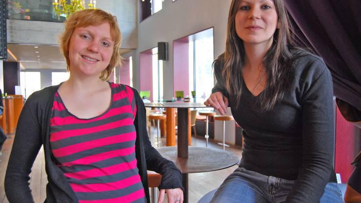 Fabienne Baumgaertner und Susanne Solenthaler suchen Jobs für Jugendliche im Alter von 13 bis 16 Jahren