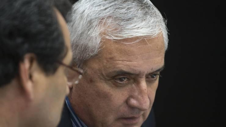 Guatemalas zurückgetretener Präsident Otto Pérez wird in einer Militärkaserne festgesetzt.