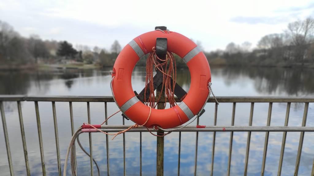 Boot sinkt 60 Meter – Erwachsene und Kinder von anderem Böötler gerettet