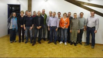 Gemeindepräsident Edgar Kupper (rechts) ehrte die zurückgetretenen Beamten, Delegierten und Kommissionsmitglieder.