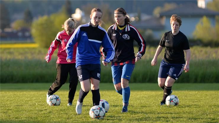 Jessica Hawker (vorne) im Training mit dem SC Derendingen. (Archivbild)