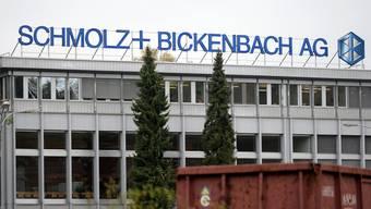 Logo des Stahlkonzerns Schmolz + Bickenbach am Standort im Emmenbrücke.