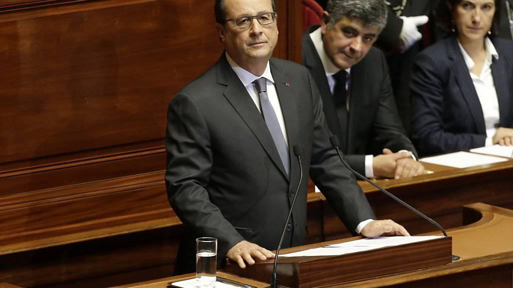 Der französische Staatspräsident François Hollande will gegenüber der EU den Bündnisfall erklären. Welche Unterstützung sich Frankreich erhofft, ist noch unklar.