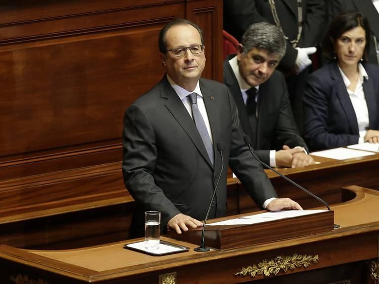 Der französische Staatspräsident François Hollande will gegenüber der EU den Bündnisfall erklären. Welche Unterstützung sich Frankreich erhofft, ist noch unklar. KEYSTONE