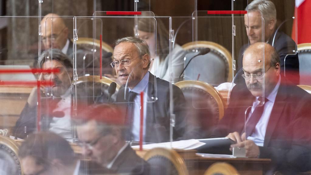 Geschützt hinter Plexiglasscheiben hat der Ständerat am Donnerstag die Diskussion über das Covid-19-Gesetz aufgenommen.