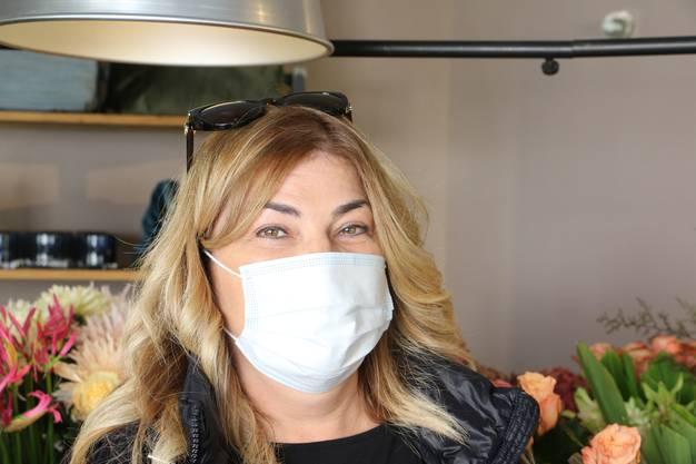 Andrea Seiler, 47, Kaiseraugst: «Das Tragen der Maske ist eine Gewohnheitssache. Ob es wirklich etwas bringt, ist fraglich. Ich finde es jedoch gut, dass nun die Maskenpflicht für alle gleich gilt.»