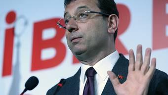 Ekrem Imamoglu, der Kandidat der grössten Oppositionspartei CHP, ist von der Wahlkommission zum Sieger der Bürgermeisterwahl in Istanbul erklärt worden. Das Mandat kann ihm aber wieder aberkannt werden, denn die Entscheidung über eine Wiederholung der Abstimmung steht noch aus. (Archivbild)
