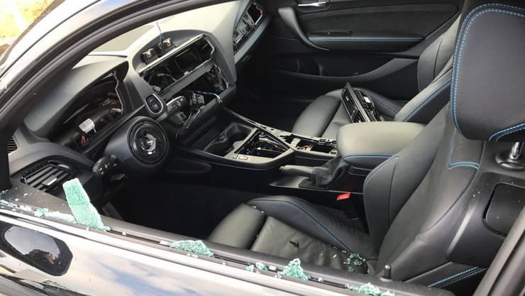 Eines der aufgebrochenen Autos.