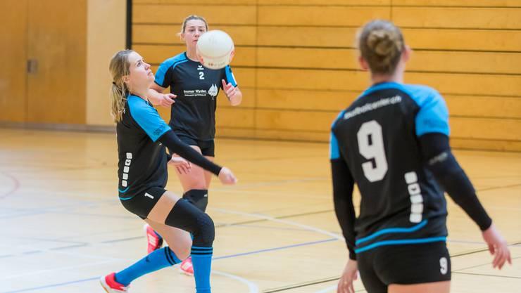 Die Frauen des STV Oberentfelden-Amsteg gewinnen drei Partien und stehen punktgleich mit Jona an der Tabellenspitze.