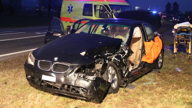 Zweiter schwerer Unfall auf des Todesstrasse innert Wochenfrist. Der BMW-Fahrer hat den Unfall wohl verursacht, als er links abbiegen wollte.