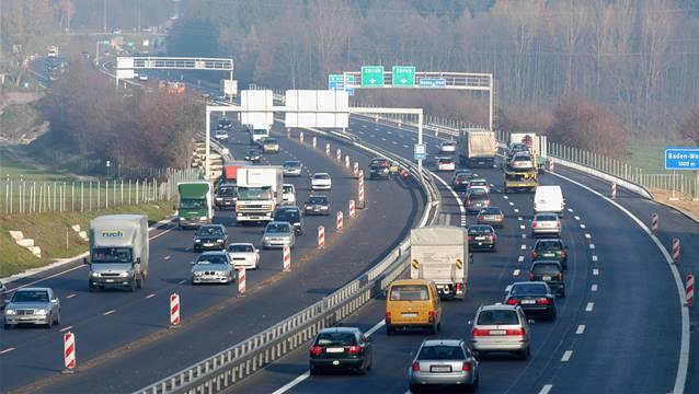 Im Kanton Aargau gibt es einen neuen Rekord: Erstmals sind mehr als als 400'000 Personenwagen registriert. (Im Bild: Die A1 bei Dättwil)