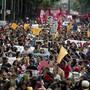 Demonstranten verlangen die Aufklärung des Verschwindens von 43 jungen Studenten des Lehrerseminars in Ayotzinapapa. Der neue mexikanische Präsident Andres Manuel Lopez Obrador hat nun eine Untersuchungskommission eingerichtet. (Foto:Eduardo Verdugo/AP)