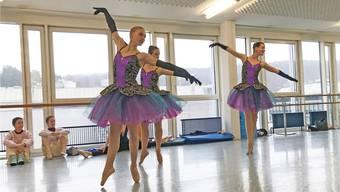 In der Tanzschule in Schlieren probten die Tänzerinnen jeden Sonntag für die Konzerte mit dem Stadtorchester Schlieren.