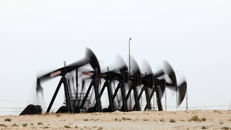 Erdölpumpen in Bahrain: Die Energieagentur erwartet, dass das Überangebot mindestens bis Ende 2016 anhält-