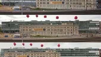 Die Bildserie zeigt den Verlauf der grössten Hausverschiebung Europas