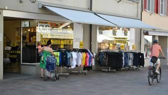 Für die Angestellten von OVS – hier die Filiale in Rheinfelden – ist die Ungewissheit nach dem Aus belastend.