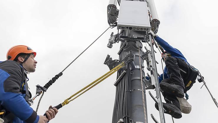 Installation einer 5-G-Antenne in Genf. Eine Arbeitsgruppe macht Vorschläge, wie es mit dem Mobilfunk weitergehen soll.