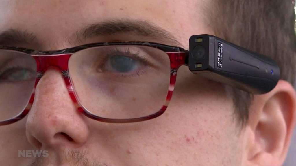 Kamera an Brille: OrCam unterstützt sehbehinderte Menschen im Alltag