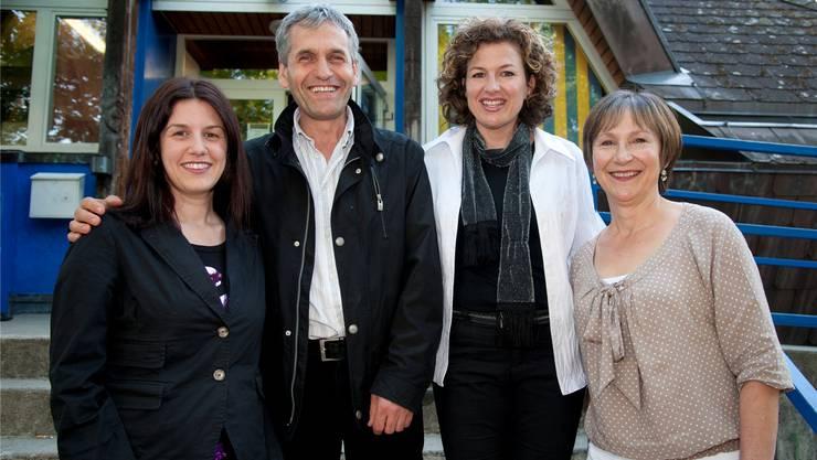 Elisabeth Egli (r.) mit Muhamet Januzaj und den neuen Vorstandsmitgliedern Emanuela Libertini und Belinda Macia.