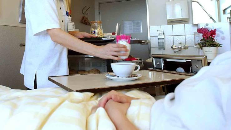 Im Normalfall wird der Café in normalen Tassen serviert, die Älplermakkaroni mit Apfelmus auf einem Porzellanteller angerichtet und das Personal trägt keine Schutzanzüge.