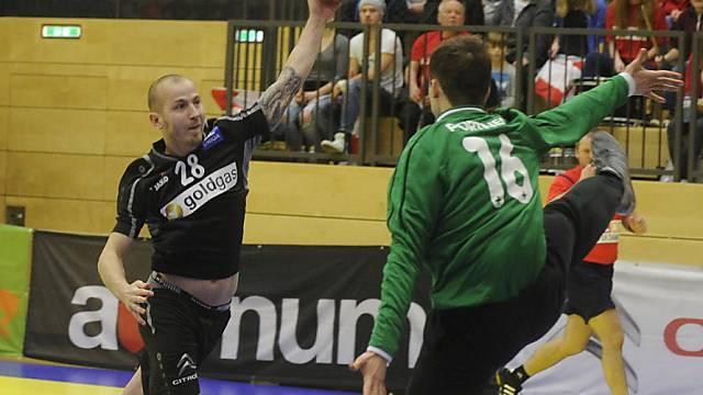 Goalie Nikola Portner gegen Österreichs Topskorer Robert Weber