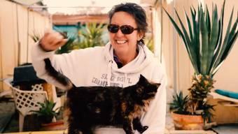 Auf Zypern gibt es ein Katzenkloster. Ein britisches Ehepaar kümmert sich auf der Mittelmeerinsel um fast 800 Katzen. Für die Tierfreunde eine erfüllende Lebensaufgabe.