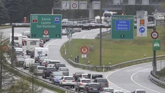 Autos stauen sich im Oster-Rückreiseverkehr Richtung Norden