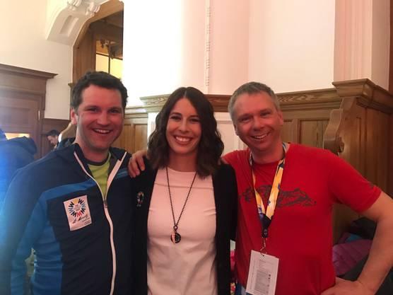 Fabian Hugi und Markus Dietschi mit Michelle Gisin.