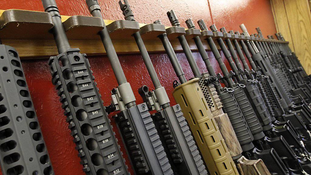 Organisierte Kriminalität? Riesiges Waffenversteck in einer Garage innerhalb eines Einkaufszentrums in Paris ausgehoben. (Symbolbild)