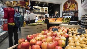 Stabile Konsumentenpreise: Im Juni sanken die Preise für Heizöl und für Steinobst, während die Preise für Pauschalreisen ins Ausland und Fruchtgemüse stiegen. (Symbolbild)