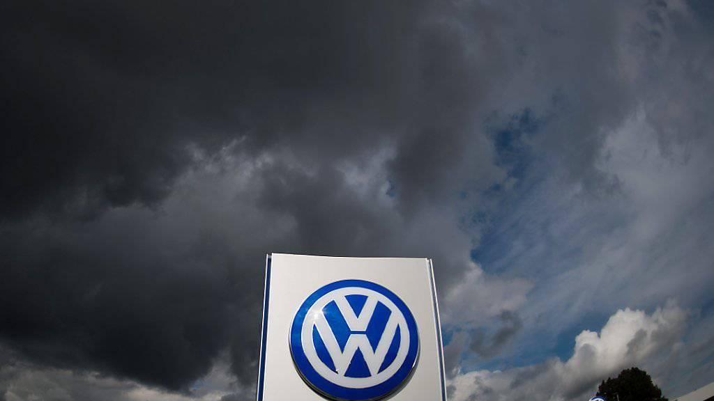 VW will in grossem Masse autonom fahrende Autos herstellen. Um dies zu erreichen, holt der deutsche Autokonzern Unterstützung aus dem Silicon Valley. (Themenbild)