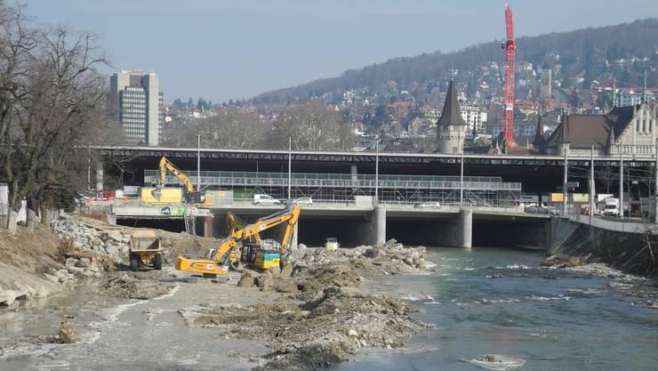Zwischen der Gessnerbrücke bis zur Mündung in die Limmat beim Platzspitz wird die Sihl renaturiert.