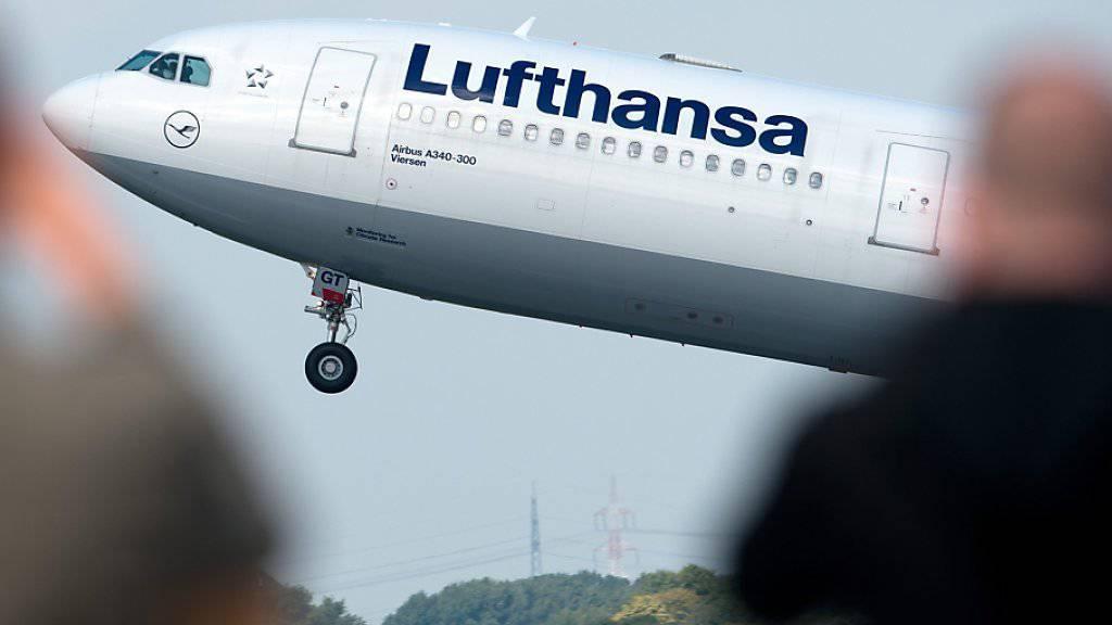 Die Lufthansa-Piloten haben ihren Streik erstmals seit Mittwoch eingestellt. Dennoch fielen 35 Flüge aus. (Symbolbild)