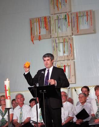Pfarrer Iwan Walther am ökumenischen Gottesdienst in der Weihermatt Arena.jpg