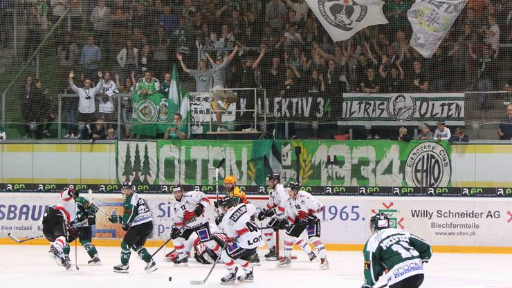 Es war noch nicht das grosse Eishockey-Fest im Kleinholz: Der letztjährige Zuschauerschnitt wurde im gestrigen ersten Heimspiel der neuen Saison nicht erreicht, 3346 Zuschauer sind aber trotzdem eine stolze Zahl für den Auftakt.