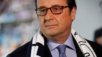 Hollande mit der Frankreich-Schärpe.