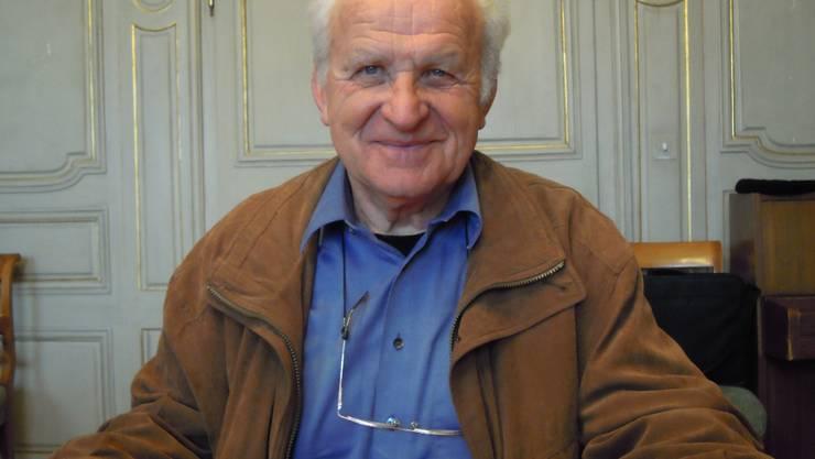 Der Winznauer Hans Brunner mit den ersten vier Ausgaben der neu erschienen Reihe «Solothurner Klassiker».  fränzi rütti-saner