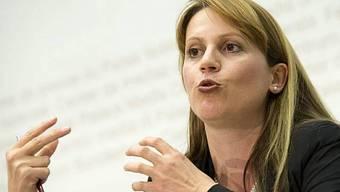 SIK-Präsidentin Chantal Galladé vor den Medien