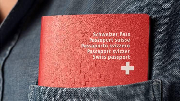 Den roten Pass erhalten Ausländer der dritten Generation auch bei einem Ja zur Reform nicht automatisch.