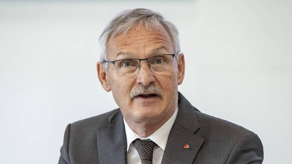Der Schwyzer Volkswirtschaftsdirektor Andreas Barraud hat Bilanz gezogen zu den Härtefallhilfen für Unternehmen in der Coronakrise. (Archivbild)