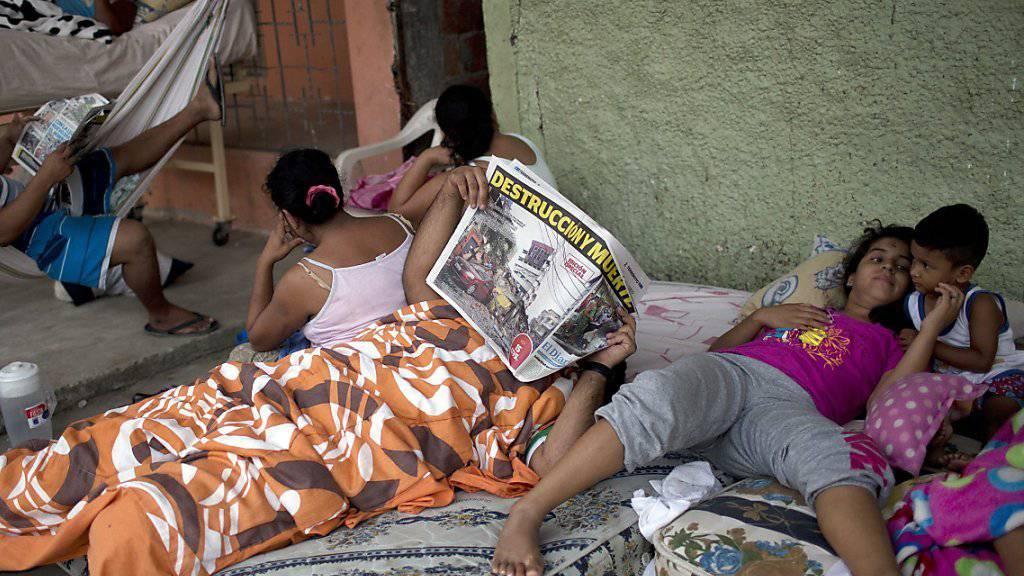 Nach dem Erdbeben übernachteten viele Menschen in Ecuador im Freien.