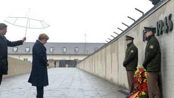 Merkel gedenkt in Dachau der Opfer des Konzentrationslagers